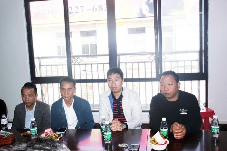刘伙强、蒙爱章、范国龙、李功毕(右一)